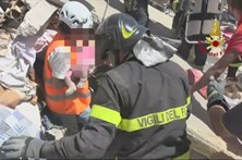 Duas crianças salvas dos escombros em Itália
