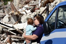Crianças resgatadas do inferno italiano