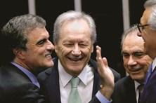 Julgamento de Dilma começa com ânimos exaltados