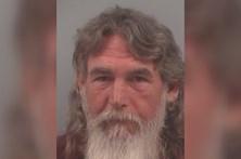 Detido por fazer sexo oral na praia em frente ao neto