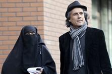 Tribunal francês suspende proibição do burkini