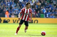 Cédric Soares renova contrato com o Southampton