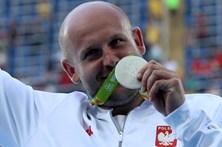 Atleta leiloa medalha olímpica para ajudar menino com cancro
