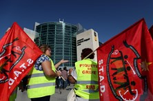 Greve dos seguranças causa caos no Aeroporto de Lisboa