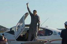 Australiano de 18 anos dá sozinho a volta ao mundo em avião