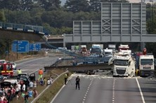 Ponte para peões colapsou em Inglaterra
