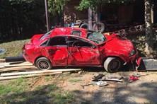 Pai furioso destrói carro onde a filha fazia sexo