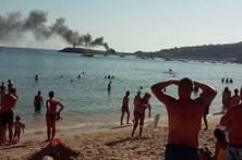 Incêndio em fogão destrói barco
