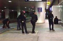 """""""Zorro"""" leva à evacuação do Aeroporto de Los Angeles"""