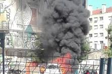 Carro em chamas no centro de Lisboa