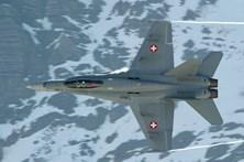 Jato desaparece dos radares quando sobrevoava os Alpes