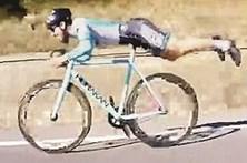 Ciclista 'voador' surpreende rivais