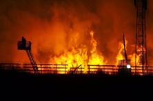 Viaduto em construção pega fogo na Bélgica
