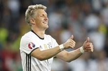 Sporting tenta Schweinsteiger a custo zero