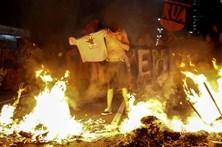 Manifestantes pró Dilma incendeiam barricadas em São Paulo