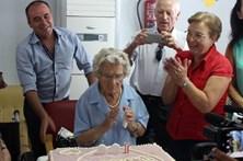 Idosa festeja 100.º aniversário a voar