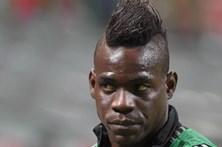 Mario Balotelli assina pelo Nice
