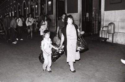 Recorde o regresso de emigrantes a Lisboa em 1985