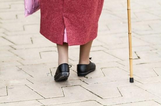 Idosa recebe diploma escolar aos 105 anos