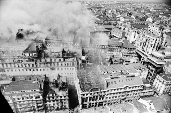 Recorde o incêndio no Chiado em 1988