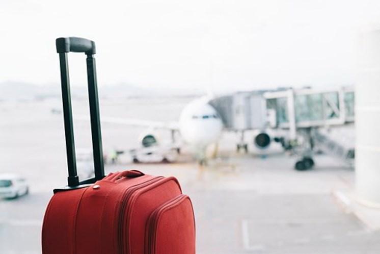 Mulheres fazem cirurgia plástica e ficam retidas no aeroporto