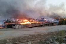 Fogo no resort Zmar começou numa camarata