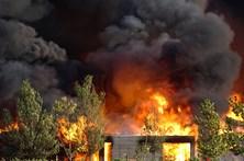 Resort de luxo reduzido a cinzas