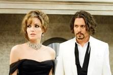 Jolie procura consolo em Johnny Depp