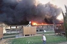 Telemóvel a carregar na origem das chamas no Zmar