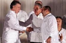 Colômbia e guerrilha das FARC assinam acordo de paz