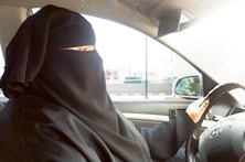 Sauditas assinam petição para acabar com tutela masculina das mulheres
