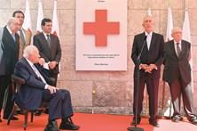 Soares debilitado em homenagem a Maria Barroso