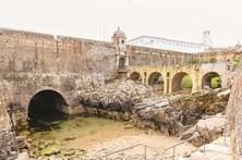 Trinta edifícios históricos vão para os privados