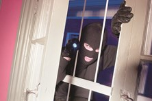 Vinga-se de 'ex' em assalto a casa