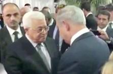 Israel e Palestina apertam as mãos em funeral de Peres