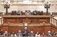 Parlamento aprova acordo sobre alterações climáticas