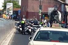 Polícia municipal ferido em queda de mota