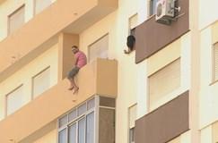 Mata mulher e barrica-se em apartamento