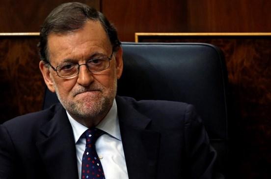 Socialistas espanhóis viabilizam governo de Rajoy