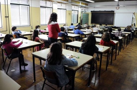Mais 500 professores em escolas para apoiar alunos em risco