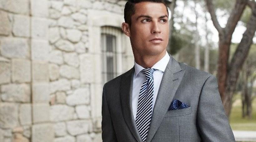 Foto de Cristiano Ronaldo com Lamborghini dá paródia na net