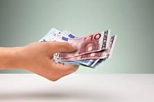 Funcionários públicos recuperam salário completo