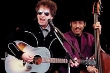 Dylan reconhece Nobel mas acaba por retirar menção