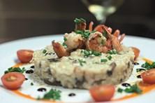 Sai um risotto cremoso e requintado para servir como entrada ou prato principal