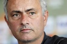 Mourinho não garante que Rooney fique até fim da época no Manchester United