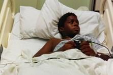 Menino de 13 anos fica sem perna após ataque de professor
