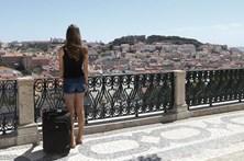 Brasileiros visitamPortugal paracomer, beber e casar