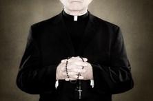 Padre exorcista e coronel detidos por abusos sexuais