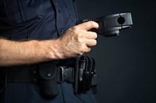 Jovem de19 anos detido com recurso a 'taser'
