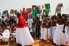 Cerimónias de coroação de um chefe tribal nigeriano